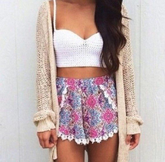 cardigan floral shorts girly pattern white crop top cream cardigan patterned shorts bandeau jacket white wool colorful top shorts
