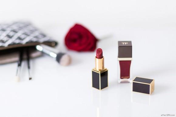 after drk blogger make-up nail polish lipstick makeup bag