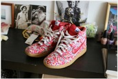 liberty,red shoes,shoes,floral,pink,nike,sneakers,laces