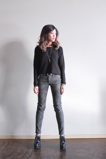 phi style sweater jeans shoes jewels