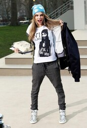 pants,cara delevingne,shirt,white shirt,jeans,hat,shoes,model off-duty