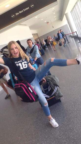 shirt blue airport bag pink black girl blond trouser jeans happy ripped jeans