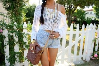 bag brown bag necklace denim shorts white top ring