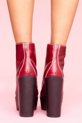 Tardy platform boot