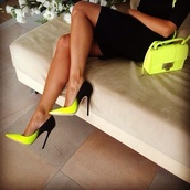 shoes,high heels,black,yellow,clutch,black and green pumps
