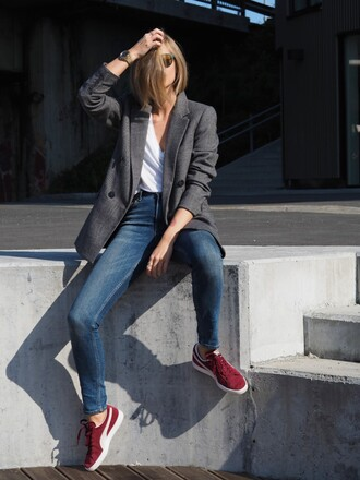 the fashion eaters blogger zara blazer red sneakers