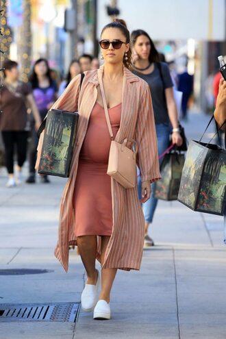 dress midi dress peach peach dress sneakers jessica alba streetstyle fall outfits coat bag