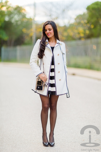 bag crimenes de la moda blogger flare skirt striped skirt paris trench coat