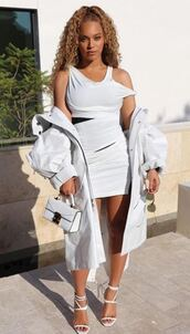 dress,white,white dress,sandals,all white everything,mini dress,beyonce,purse,instagram,celebrity,bodycon dress,shoes