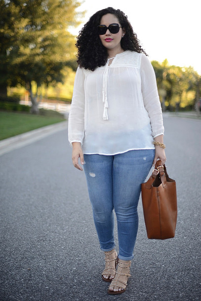 girl with curves blogger curvy white blouse leather bag top jeans jewels bag shoes sunglasses make-up plus size plus size top plus size jeans