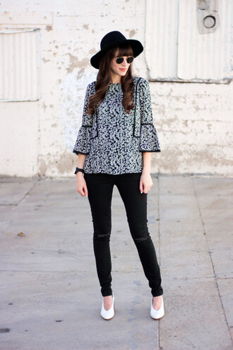 jeans and a teacup blogger blouse jeans shoes hat jewels sunglasses felt hat black skinny jeans spring outfits white shoes