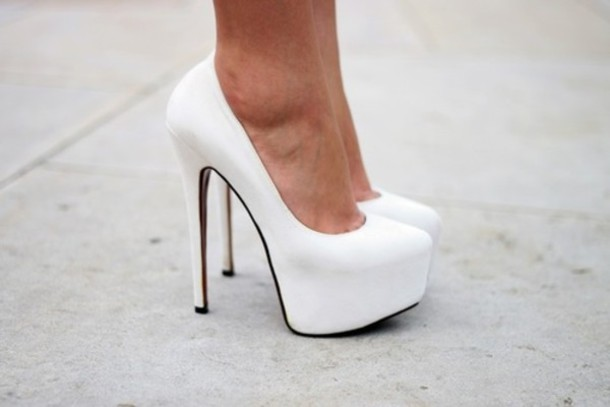 Shoes: white, high heels - Wheretoget