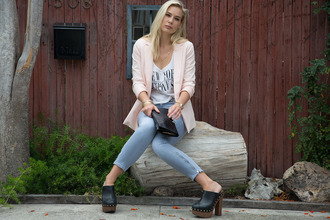 lily levy blogger jeans t-shirt jacket jewels