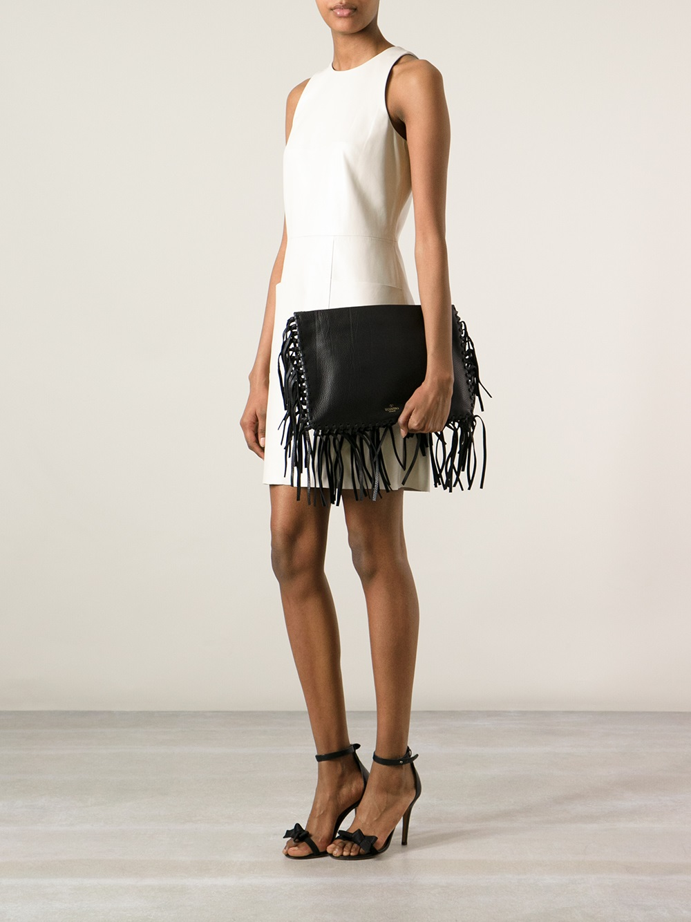 Valentino Garavani Tassel Trim Clutch - Luisa World - Farfetch.com