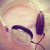 jewels,casque dr dre,casque monster,strass paillettes l,paillettes,blanc avec des clous,earphones,headphones
