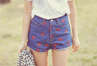 red lips shorts vintage lips denim denim shorts lipstick kiss kiss print teen fashion high waisted shorts vintage shorts