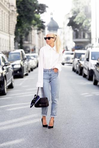 victoria tornegren blogger jeans minimalist white shirt mom jeans classy