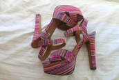 shoes,patterned shoes,pink