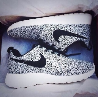 shoes nike nike running shoes nike shoes nike roshe run nike sneakers oreo cookies and cream black and white white shoes black shoes gray running shoes sneakers