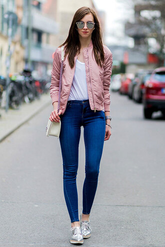 jacket white shirt pink bomber jacket skinny jeans silver sneak blogger