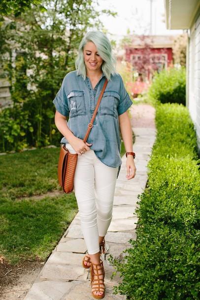 the red closet diary blogger shirt leggings