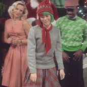 sweater,clothes,sophia lillis,sia,santa,jumper,knitwear,milliebobbybrown,millie bobby brown,beverly marsh