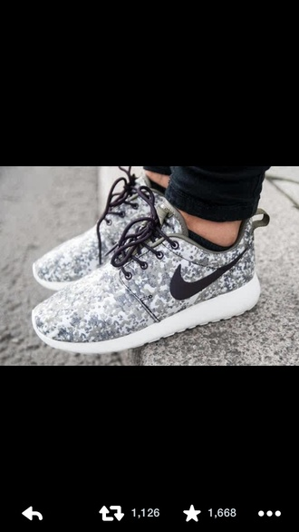 shoes camouflage black nike nike roshe run black roshes nike roshe run