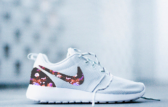 shoes nike nike roshe run tribal pattern aztec all white everything platinum laces running shoes gym new cool shit sports workout festival floral argyle