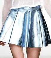 skirt,métallique,couleurs glacé,clous argent,haut fin,haut blanc,doublure,createur,glacier,couleurs,couleurs argent,argent,metal,clouté,clous,clous sur le coté,plissed skirt,plissed,taille haute,haut,hiver,rock,chic,glamour,pullover,ample,lisse,créatrice,soirée,été