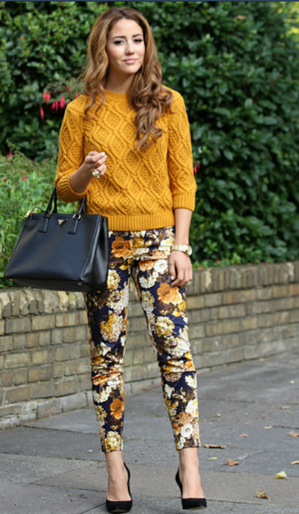 pants fall outfits fashion floral mustard outfit sweater handbag heels black skinny pants skinny mustard sweater