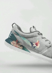 Nike roshe runs grey floral op Spot & Shop