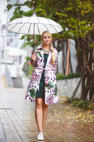 jacket raincoat coat blogger my blonde gal umbrella oxfords statement necklace