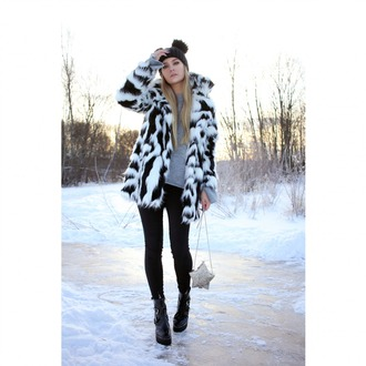 coat tumblr fur coat fur collar coat printed fur coat pants black pants skinny pants black boots boots ankle boots bag sweater grey sweater black beanie pom pom beanie beanie winter outfits winter look