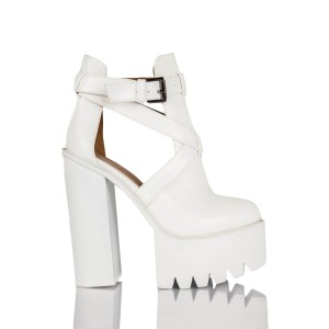 Tamora chunky buckle shoes in white