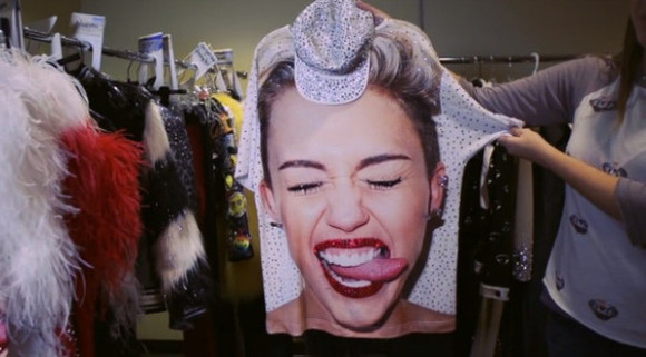 miley cyrus miley cyrus sweatshirt t-shirt tongue Tshirt