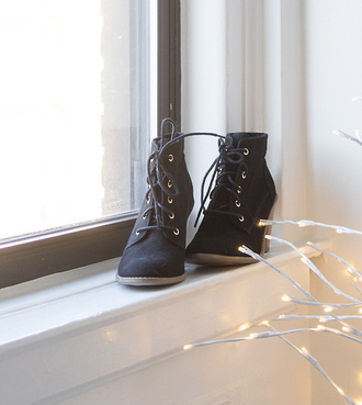 shoes lace up boots boots booties lace-up shoes lace up heels dark brown pretty shoes winter boots boots winter boots with laces