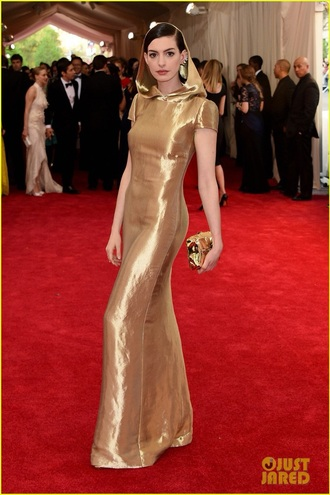 dress hooded dress anne hathaway met gala 2015