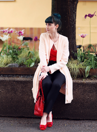 like a riot blogger coat red bag