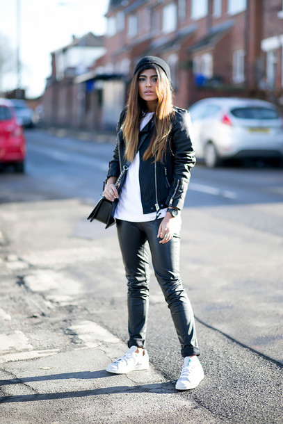 she wears fashion blogger t-shirt jacket jeans hat bag jewels
