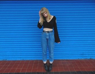 the velvet black grunge blogger shoes jewels black boots black shirt cropped jeans
