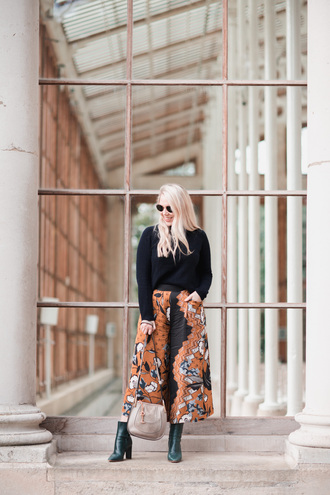 pants tumblr printed pants cropped pants culottes sweater black sweater boots ankle boots green boots sunglasses