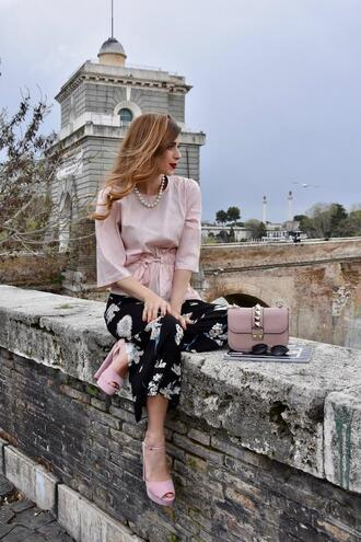 cosamimetto blogger top pants shoes bag jewels sunglasses high heel pumps pink top pink heels spring outfits