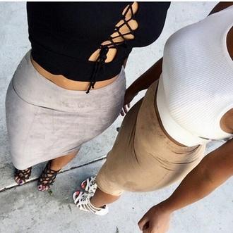 skirt plaid skirt skater skirt midi skirt maxi skirt daim boho boho chic fashion style girl crop tops crop top white black black and white shoes white shoes black shoes camel suede skirt