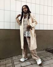 bag,snake print,mini bag,handbag,sneakers,wide-leg pants,checkered pants,checkered shirt,oversized shirt,coat,trench coat,necklace