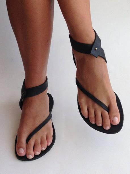 22b689d12019 shoes flat sandals black flip flops black strappy sandals kendall + kylie  label leather sandals
