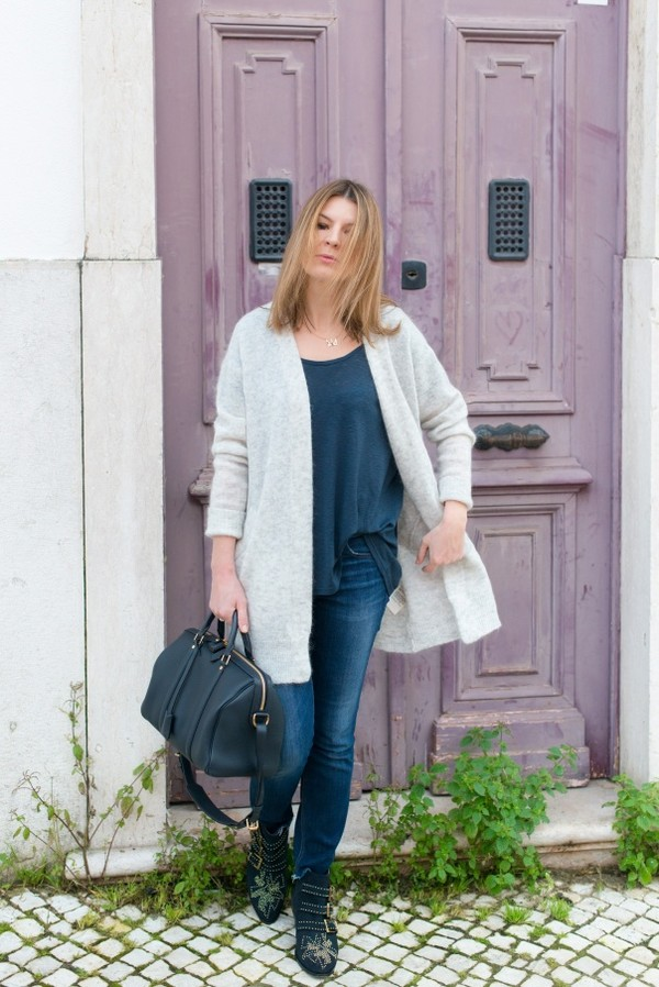 the working girl t-shirt sweater jeans shoes bag jewels susanna boots chloe studded studded shoes top blue top blue jeans cardigan grey cardigan black bag ankle boots buckle boots buckles