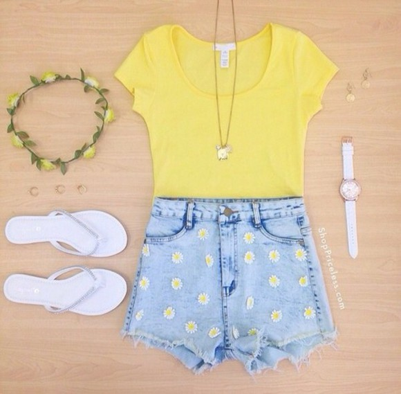 shirt shorts tops flowered shorts tshirt flat sandals