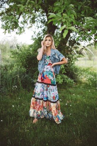 cara loren blogger dress jacket shoes jewels spring outfits maxi dress printed dress denim jacket