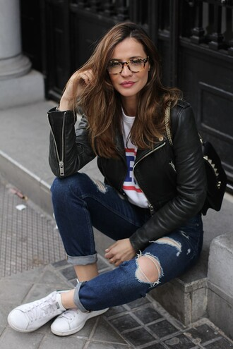 lady addict blogger ripped jeans glasses perfecto casual stan smith
