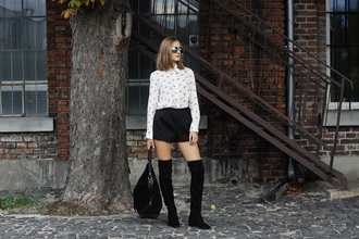 so in carmel blogger black shorts white blouse flat boots suede boots